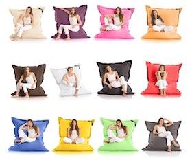 12 unterschiedliche Farbvariationen des Sitzsacks